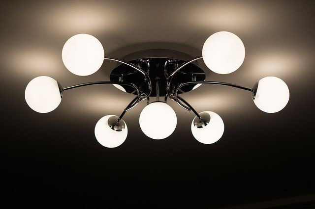 ceiling-lamp-335975_640-small