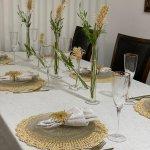 הצעת עריכה: שולחן שבת בגוון מוזהב/ מזל פנחס