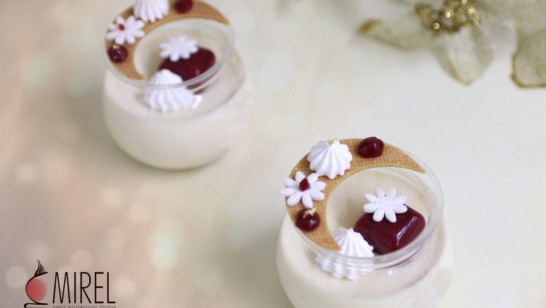 כוס מוס גבינה וקוביות ג'לי תות / מרים אלחדד