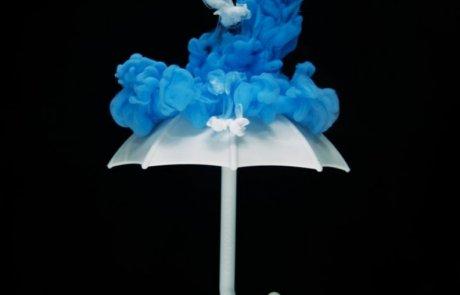 חתונה בגשם? בגלל שפתחתם מטריה בבית… / אורה כהן