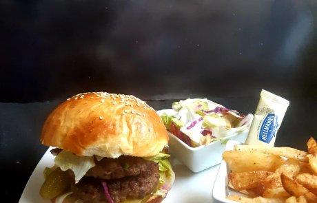 מתכון להמבורגר תוצרת בית לחמניות ובשר / רונית יונגרייס