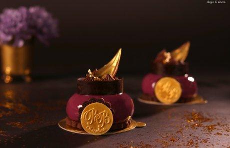 כיפות מוס פרלינה בציפוי גלאסאז' ובעיטור קרמו שוקולד קפה