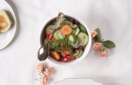 סלט טעים במיוחד: ויניגרט מלפפון צבעוני / מינדי רפלוביץ