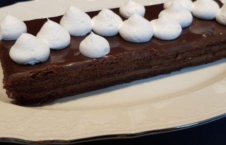 עוגת שכבות שוקולד במלית שוקלדית טעימה :)