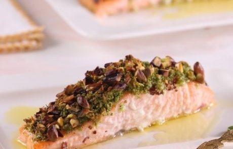 השף אביגיל מייזליק מגישה: פילה סלמון בציפוי פריך של פיסטוקים ופירורי לחם