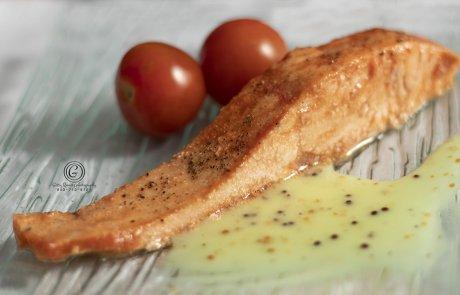 דג סלמון בניחוח שום וצ'ילי / גיטי רייניץ