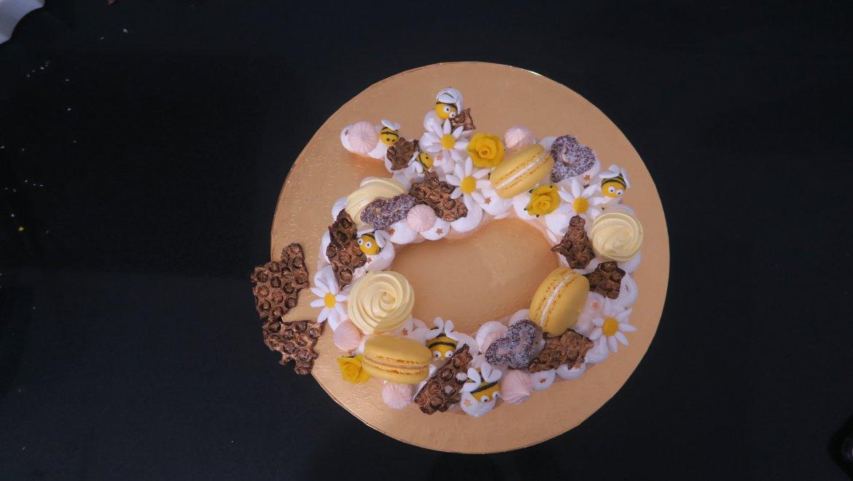 עוגת מספר בצורת תפוח/ אסתי בריזל
