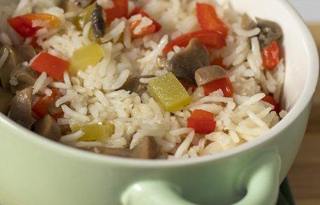 המתכון לאורז שלא נשרף: אורז בסמטי בתנור בשילוב ירקות