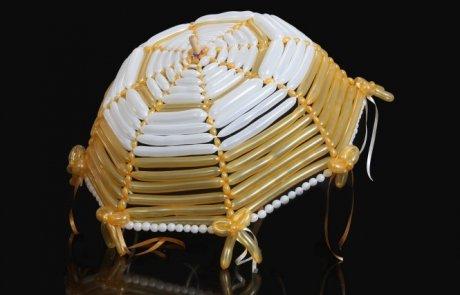 לכל בלון יש כתובת – מטריית הבלונים בחתונה היסטורית…
