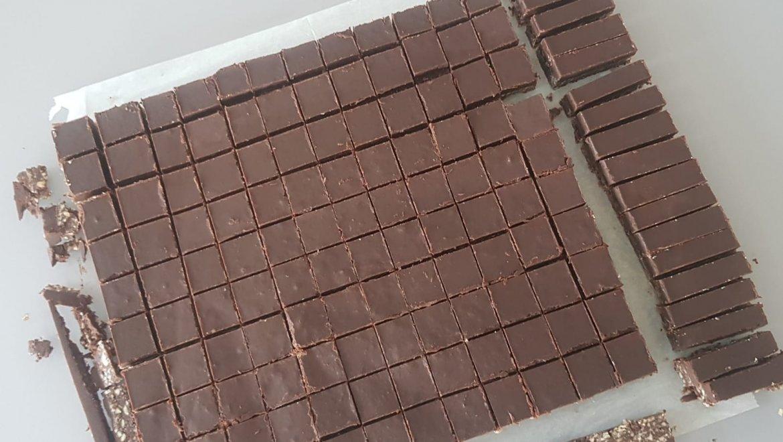 חיתוכיות שוקולד ושקדים / רות ברכה