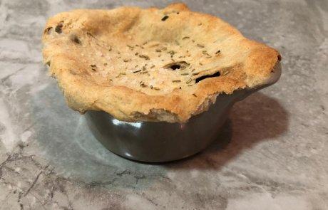 נדיר: מרק בצל פטריות ויין לבן, עם מכסה מקורי העשוי פוקאצ'ת רוזמרין / השפית סיון כהניאן