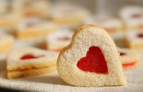 מה תכיני עם הילדים בחופשה? עוגיות סנדוויץ' במילוי ריבה