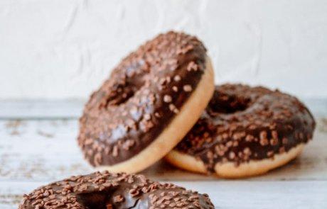 רוצה להתחיל לטעום חג? מיני סופגניות או דונאטס ברוטב שוקולד