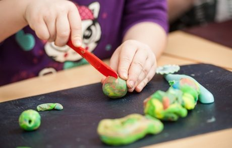 מתכון ל…בר בצק – לא צריך לקנות! הכיני בעצמך בקלות ובכייף…הילדים יהנו ויכינו יצירות פאר !