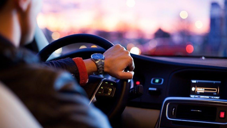 התעסקות במכשיר הנייד בשעת נהיגה