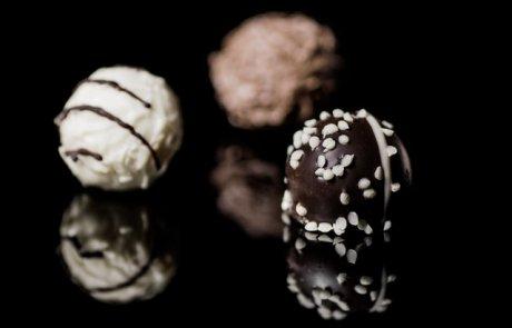 זה נראה כמו פרלין, אבל זה לא:)  קרימונים- כדורי ביסקוויט עטופים בשוקולד