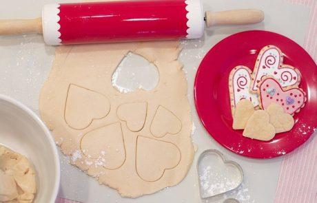 עוגיות חמאה אם חיפשתם מתכון לבצק עוגיות שאפשר להכין עם הילדים – זה המתכון בשבילכם. הוא נוח לעבודה, קל לעשייה ונותן עוגיות נהדרות ששומרות על צורתן באפייה